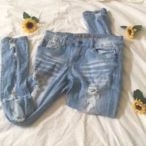 VIP RIPPED JEANS